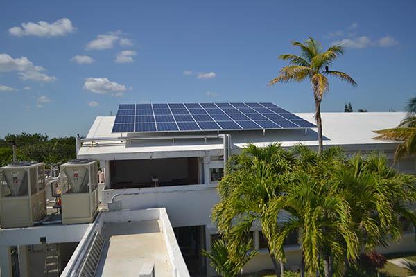 Sistema fotovoltaico Instituto de Ciencias del Mar UNAM